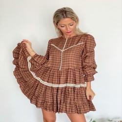 . Que se note que es Viernesssss!!! . . ✔️ Vestido Clementine . ✔️ Botas Diana Serraje . . 🛍 www.ninetatorrente.com 🛍